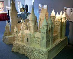 curiosità dal mondo sul modellino di Hogwarts fatto con i fiammiferi